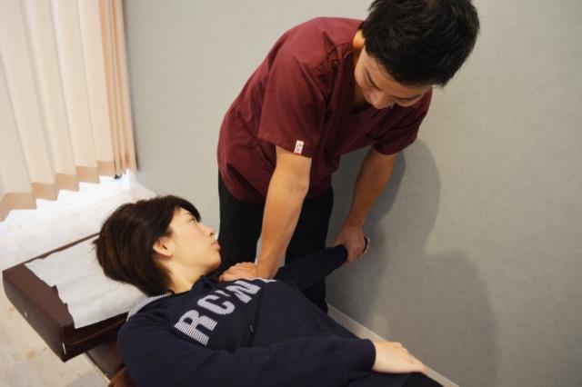 姿勢が悪くて関節が痛くなる例
